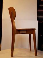 дъбови дървени столове с различен вид и размер