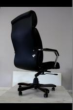 стабилни офис столове  в кожа или дамаска